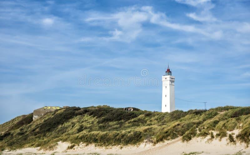 灯塔在Dansih北海海岸的Blaavand 免版税库存图片