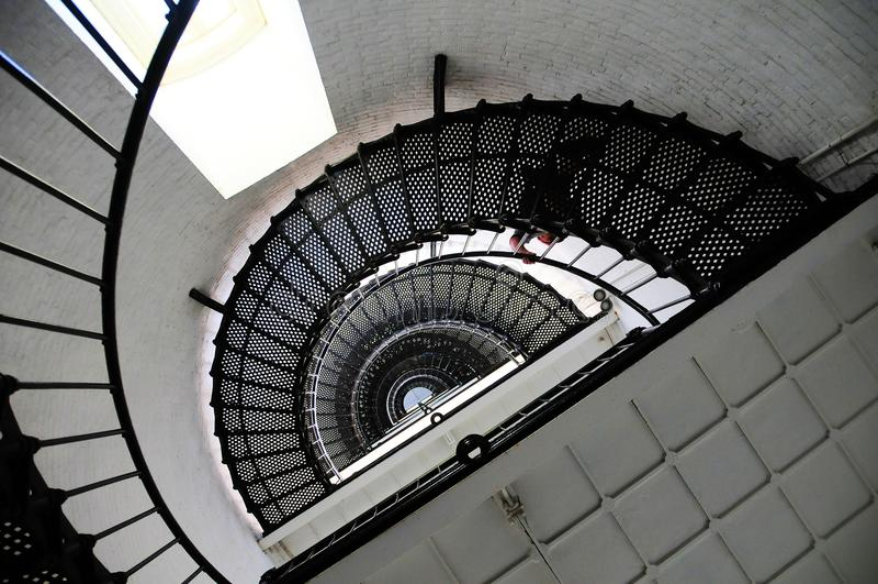 灯塔楼梯向上视图 免版税图库摄影