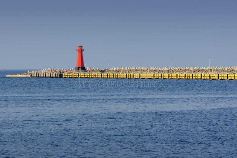 灯塔,对港口的入口 免版税库存图片