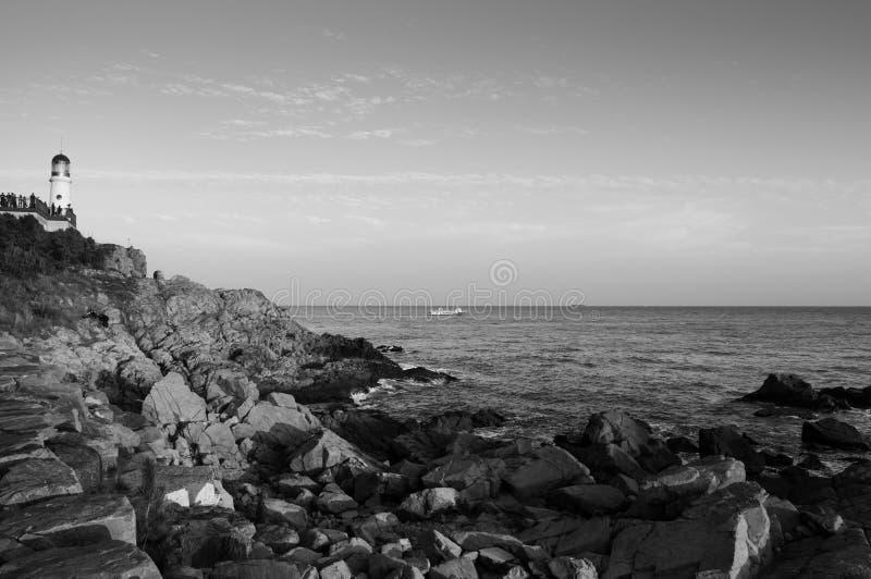 灯塔,岩石海滩Dongbaek在Haeundae二的海岛日落 库存图片
