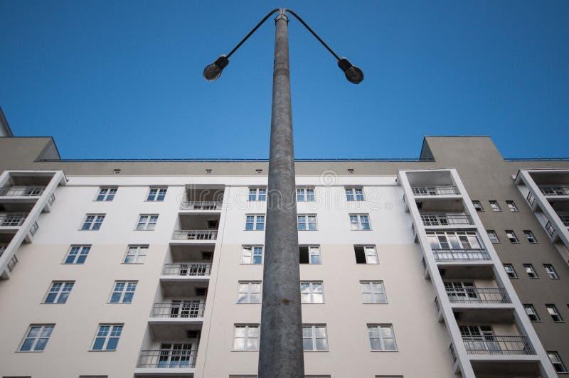 灯笼和高层房子 图库摄影