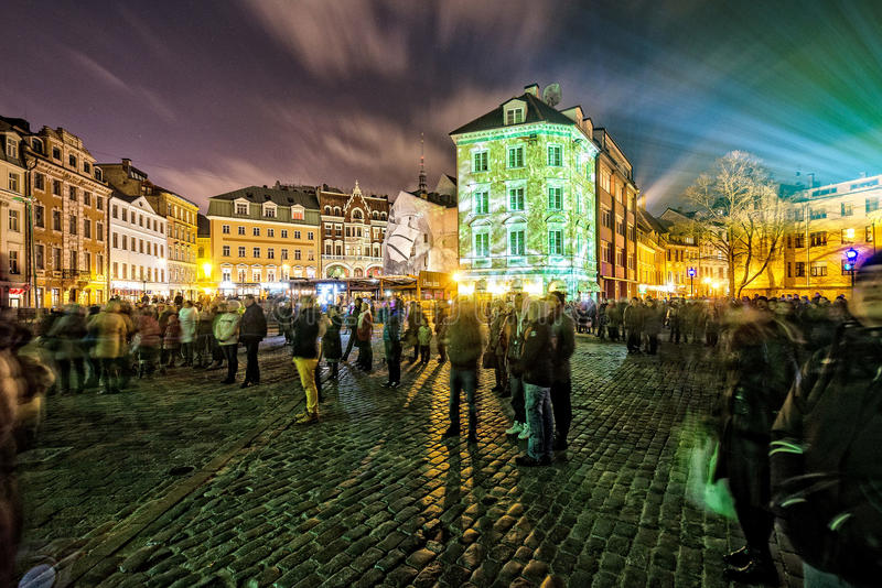 灯节在城市 表面不是人可认识街道走 长的曝光摄影 库存图片