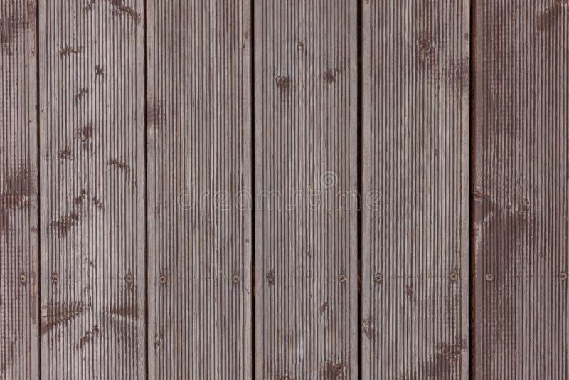 灰溜溜的灰色谷仓木墙壁铺板垂直纹理 老实体木材板条土气破旧的灰色背景 硬木黑暗 免版税库存图片