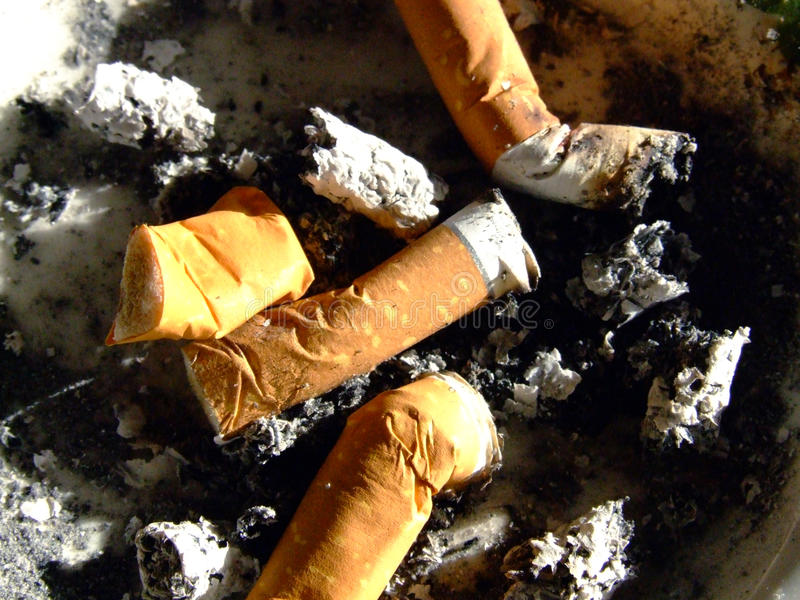 Download 灰盘 库存图片. 图片 包括有 致瘾, 医学, 补白, 发烟, 麻醉, 查出, 垃圾, ashly, 摩擦 - 15687609