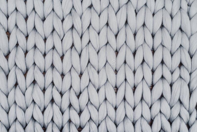 灰色从美利奴绵羊的羊毛的被编织的毯子 免版税库存图片