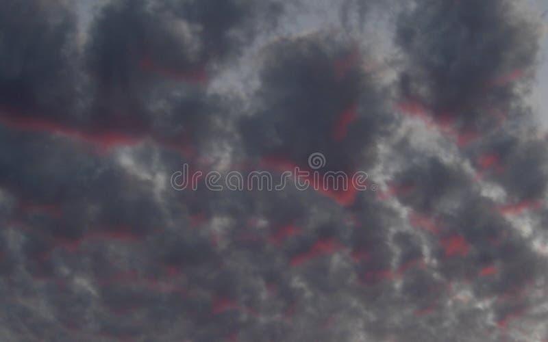 灰色和桃红色云彩 库存照片
