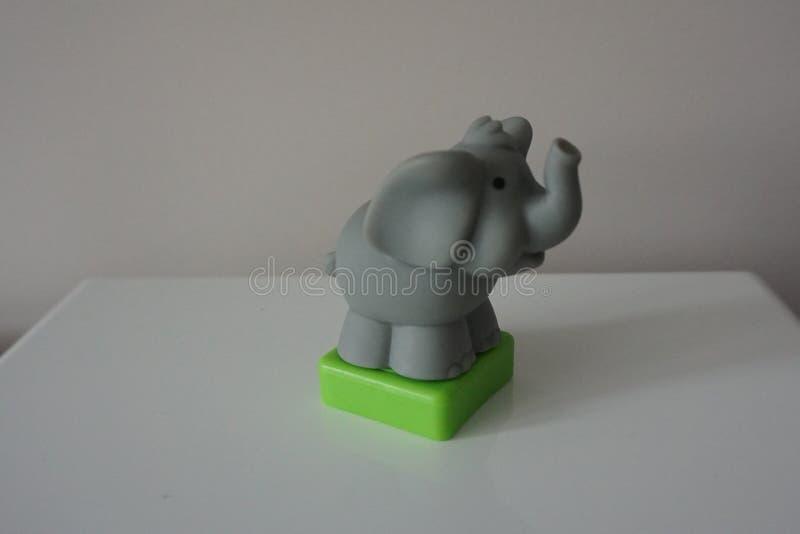 灰色在白色背景的大象塑料玩具 库存照片