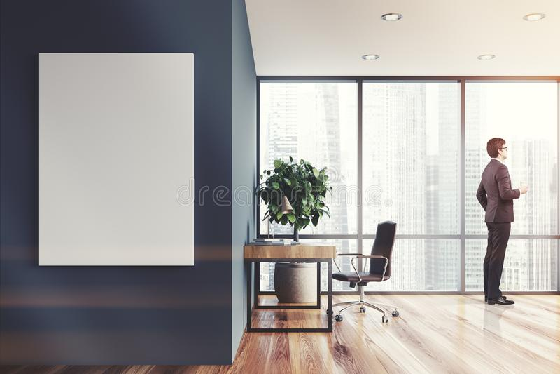 灰色家庭办公室内部,被定调子的海报 皇族释放例证