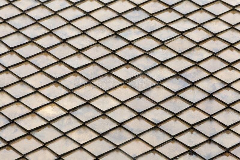 灰色整体墙壁水泥光滑的格子金属水平的金刚石不尽的重复基地几何背景 免版税库存图片