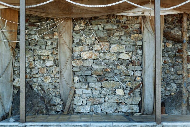 灰色石墙和绳索摘要背景 图库摄影