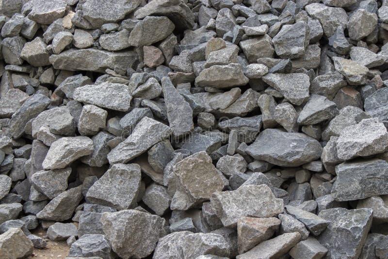 灰色石头鹅卵石概略的形式,石渣建筑材料,庭院装饰 背景纹理特写镜头 库存图片