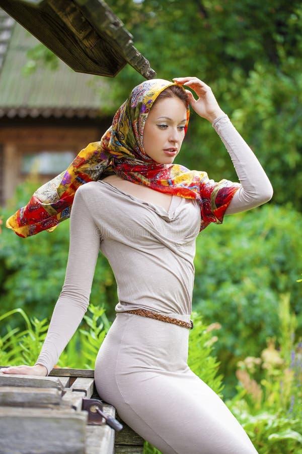 Download 灰色礼服的美丽的少妇 库存图片. 图片 包括有 方式, 人们, 外面, 喜悦, 公园, 白种人, 魅力, brunhilda - 62536253