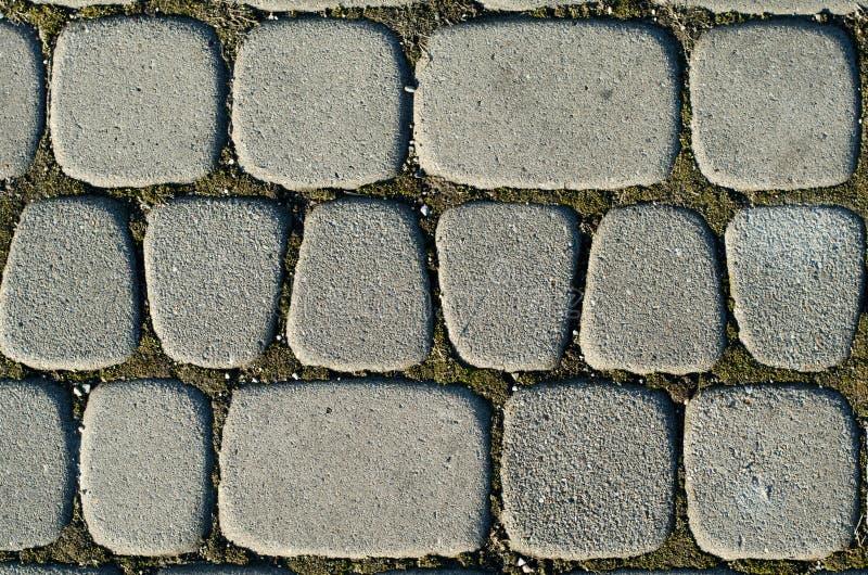 灰色颜色,另外大小不对称的铺路板  背景 库存照片