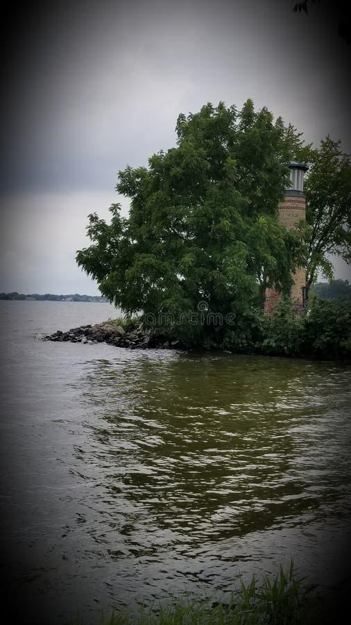 灰色Lighthouse的湖 免版税库存图片