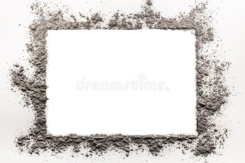 灰,土,尘土,在白色背景的沙子框架 免版税库存照片