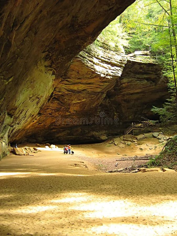 灰hocking俄亥俄的洞小山 库存图片