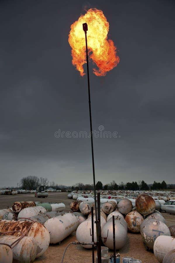灼烧的丙烷煤气罐 库存照片