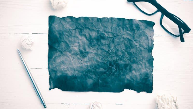 灼烧的包装纸和被弄皱的纸葡萄酒样式 库存图片