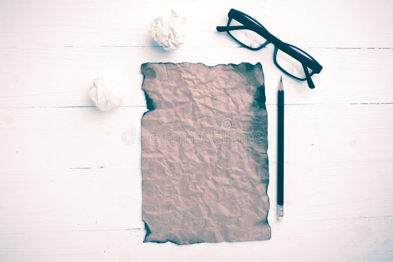 灼烧的包装纸和被弄皱的纸葡萄酒样式 免版税库存图片