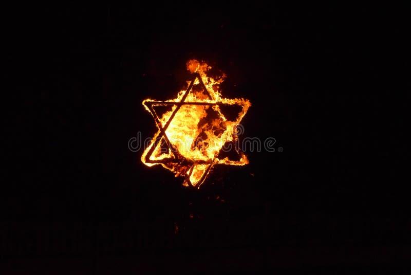 灼烧的大卫王之星 免版税库存照片