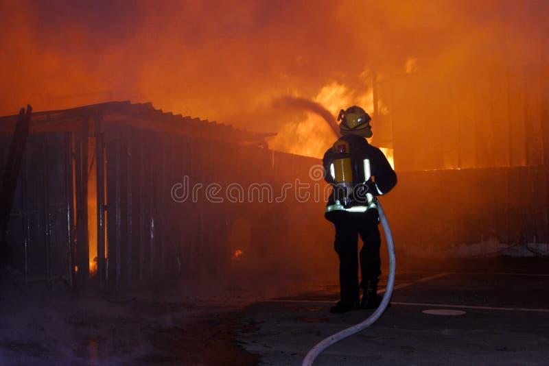 灼烧的房子 免版税库存照片