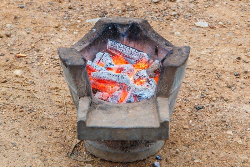 灼烧的木炭 免版税库存照片