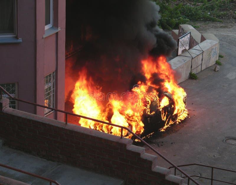灼烧的汽车 库存图片