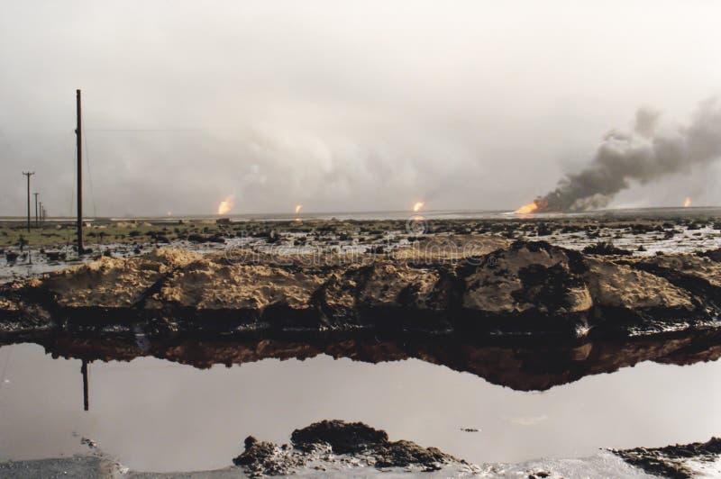 灼烧的油井的领域,波湾战争,科威特 库存图片