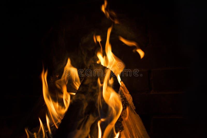 灼烧的火壁炉 图库摄影