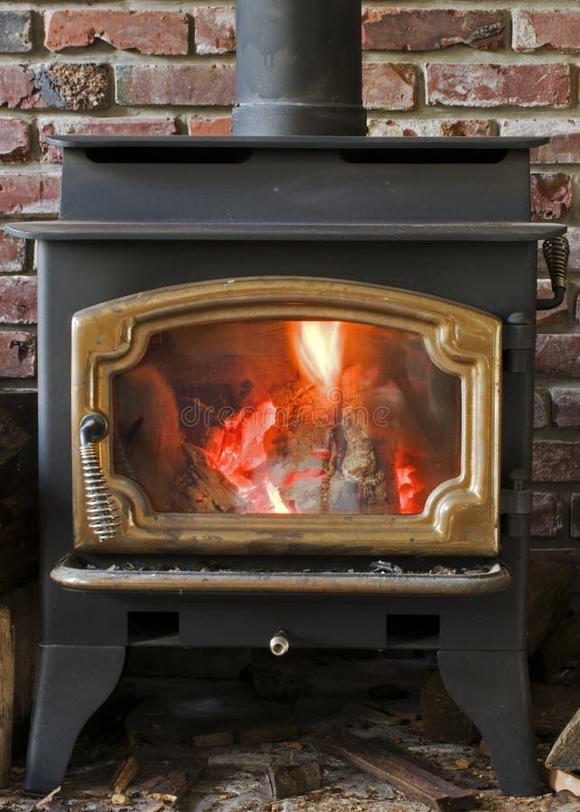 灼烧的火炉木头 免版税库存图片