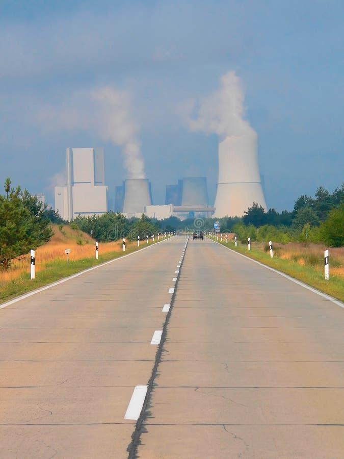 灼烧的煤炭发电厂 免版税库存照片