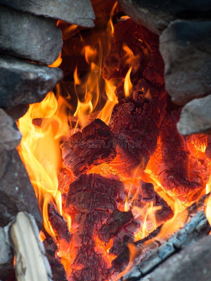 灼烧的特写镜头木头 库存图片