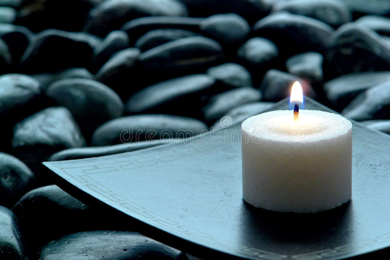 灼烧的蜡烛凝思 免版税库存图片