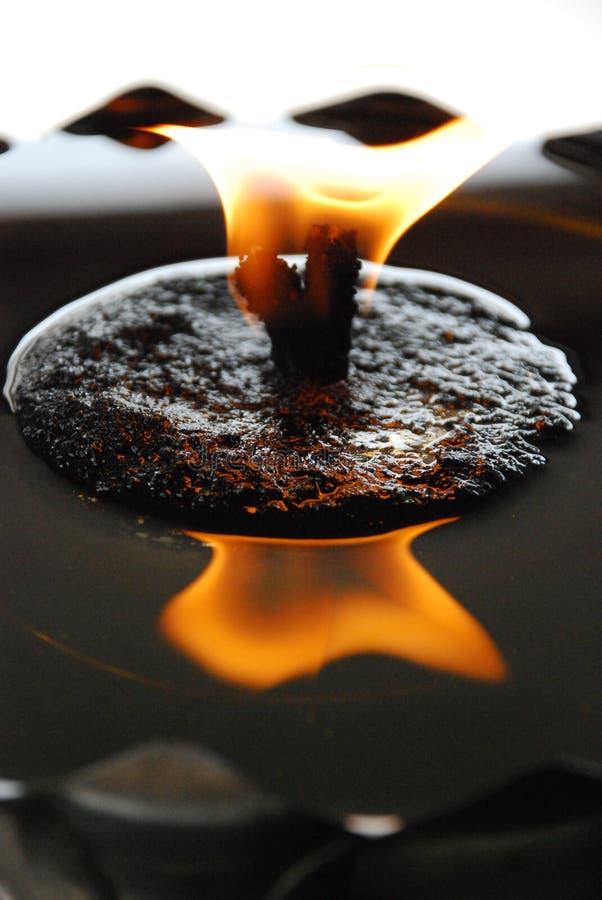 灼烧的蜡烛在修道院里 免版税库存图片