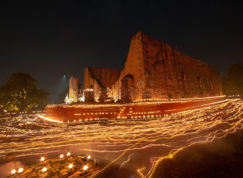 灼烧的蜡烛在Wat Maheyong,阿尤特拉利夫雷斯,泰国点燃  图库摄影