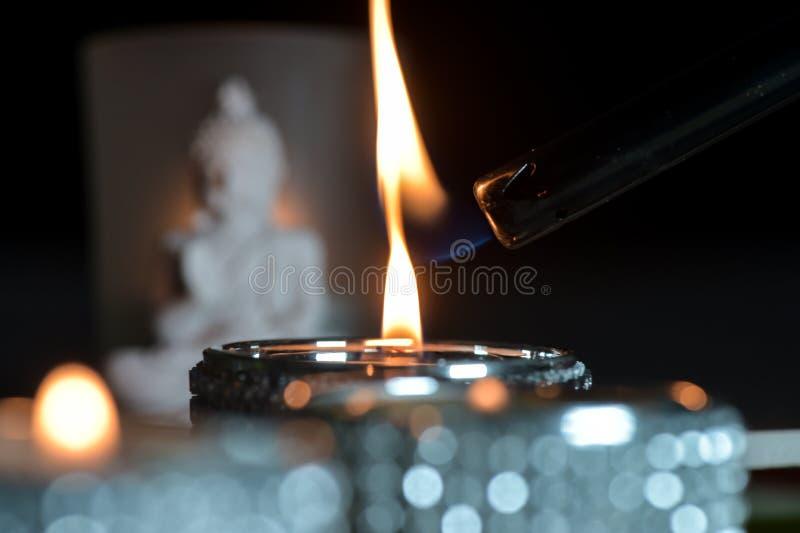 灼烧的蜡烛绿色和红色 图库摄影