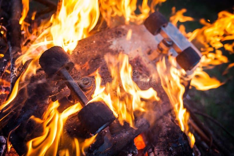 灼烧的滑板 库存照片