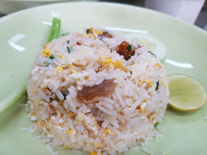 炒米用酥脆猪肉 图库摄影