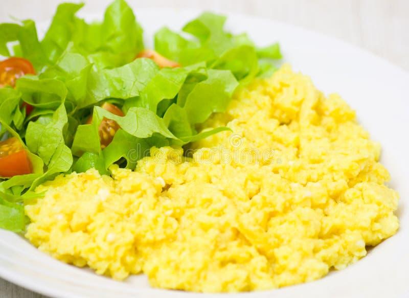 炒蛋用沙拉 库存照片