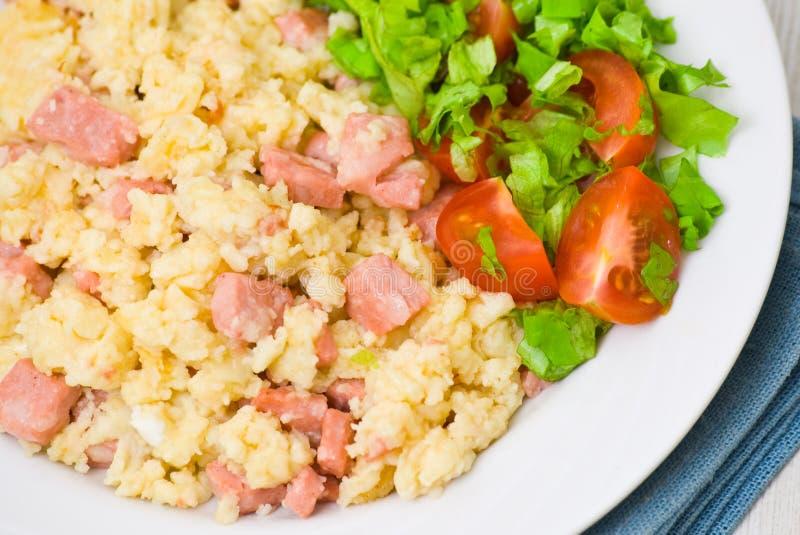Download 炒蛋用火腿和沙拉 库存照片. 图片 包括有 自然, 樱桃, 没人, 健康, 莴苣, 装饰, 油煎, 食物 - 30335268