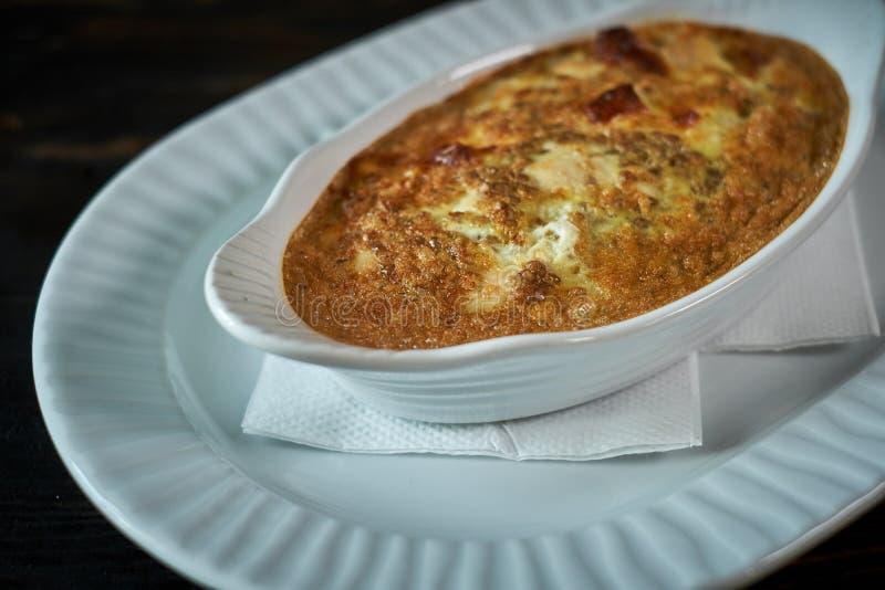 炒蛋用蘑菇和菜在油煎 库存图片
