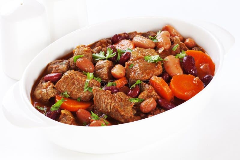 炖煮的食物用红萝卜和豆 免版税库存图片