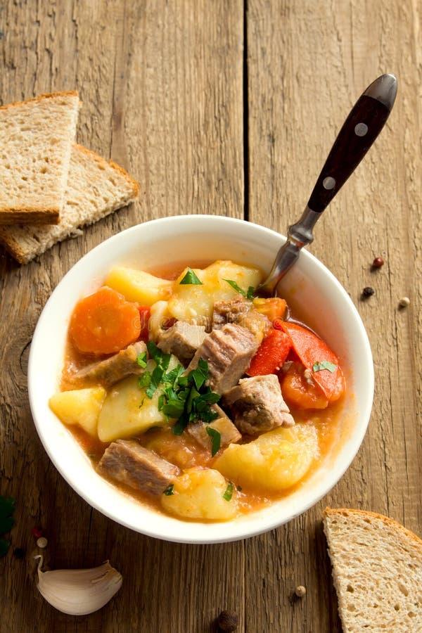 炖煮的食物用肉和蔬菜 库存照片