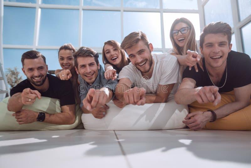 炫耀在您的年轻企业队 图库摄影