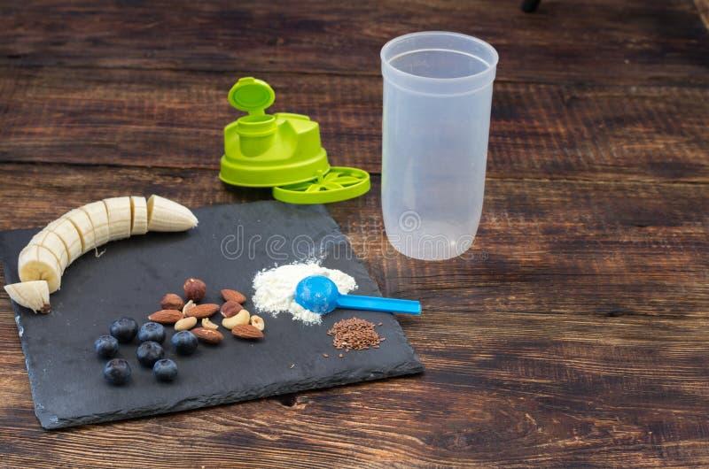 炫耀振动器 蛋白质圆滑的人的准备 炫耀菜单 库存图片