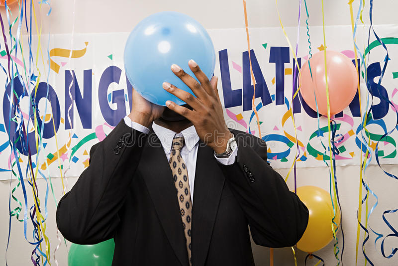 炸毁气球的商人 免版税库存图片