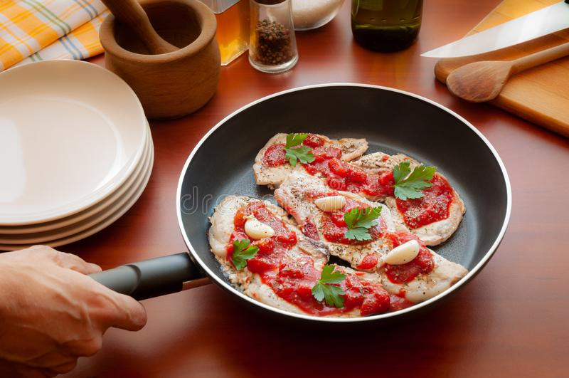 炸猪排用在平底锅的调味品 图库摄影