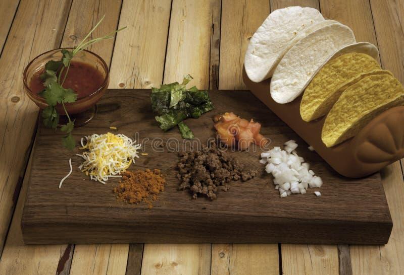 炸玉米饼晚餐的成份 免版税库存照片