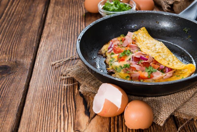 炸锅用火腿和乳酪煎蛋卷 免版税图库摄影