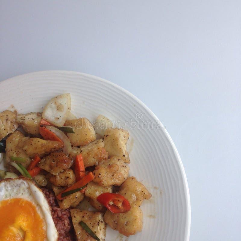 炸鸡和煎蛋 库存照片
